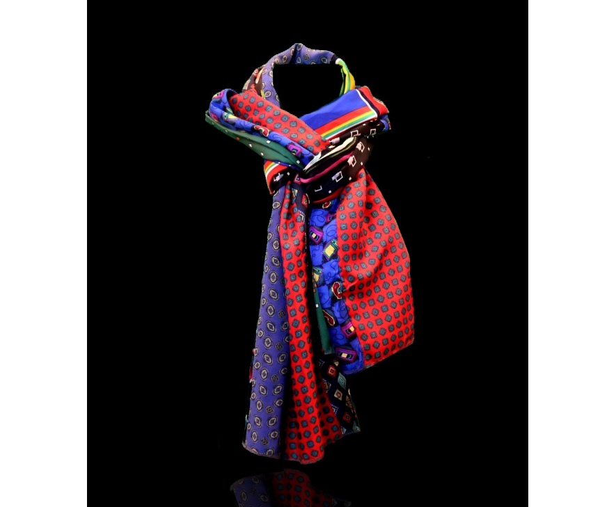 Nieuwe zijde sjaals voor mannen toegevoegd aan de collectie